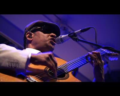 Raul Midon special performance. 2013. This image is not available under the 4.0 Creative Commons license.