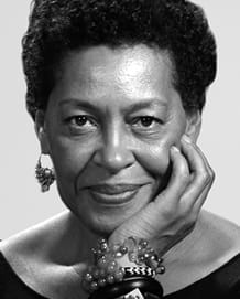 Photo of Carrie Mae Weems.  This image is not available under the 4.0 Creative Commons license.