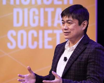 Joi Ito ties together the themes from the day's challenges. 2015. This image is not available under 4.0 Creative Commons license.