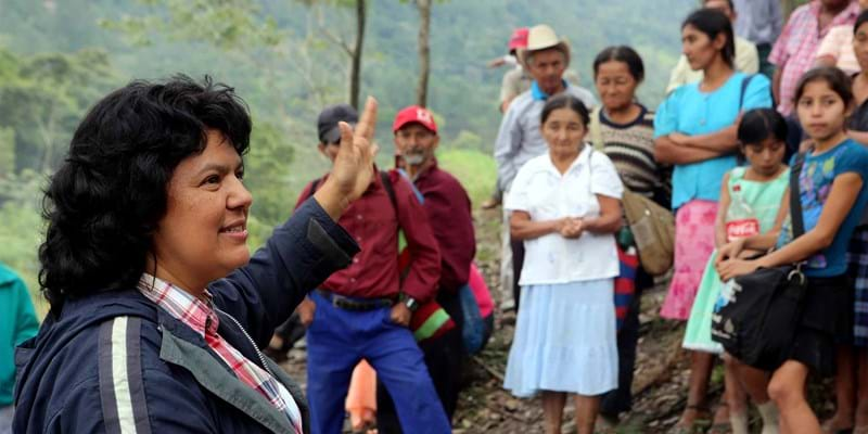 Berta Cáceres speaking to a group of community members she assembled to vote against Aqua Zarca. Photo Credit: Goldman Environmental Prize