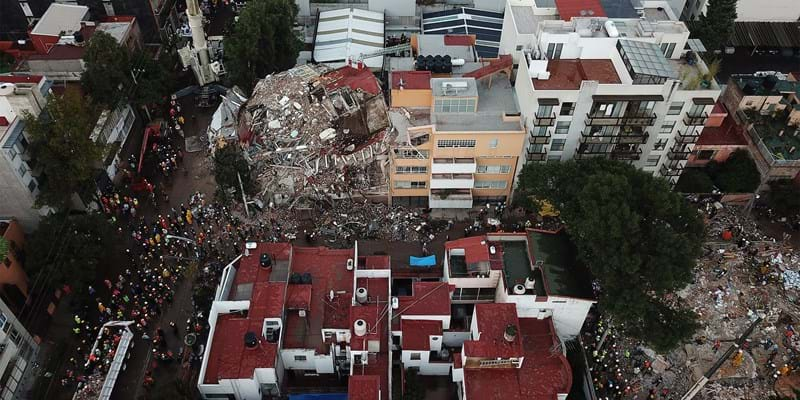 Aerial view of the work of the rescue teams in a collapsed building during the aftermath of the earthquake that hit Mexico City. (Photo by Manuel Velasquez/Anadolu Agency/Getty Images)